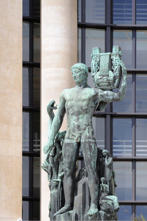 Statue d'Apollo avec la lyre (musagète d'Apollon) à Paris photos stock