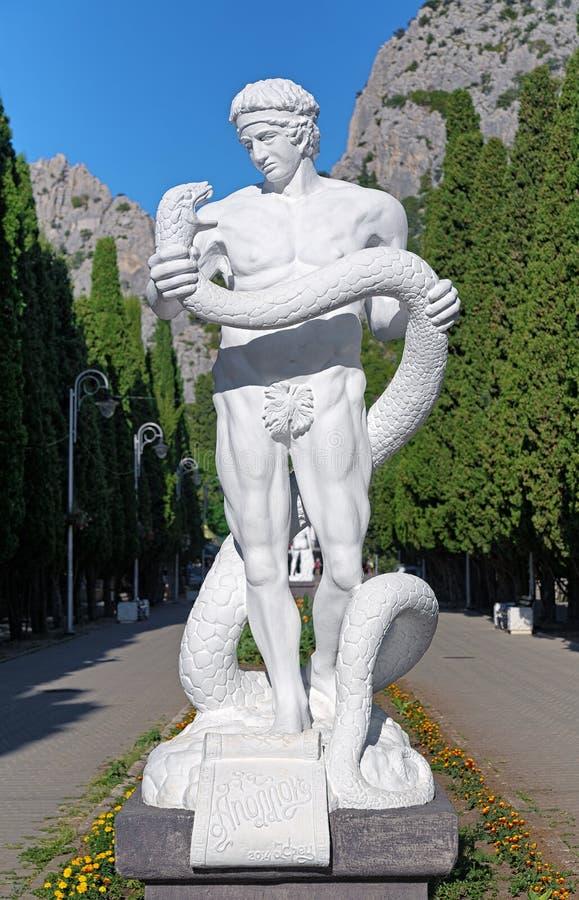 Statue d'Apollo dans le règlement de Simeiz, Crimée images stock
