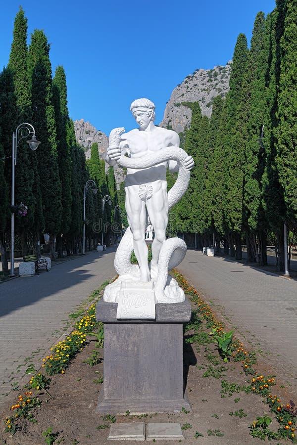 Statue d'Apollo dans le règlement de Simeiz, Crimée image stock
