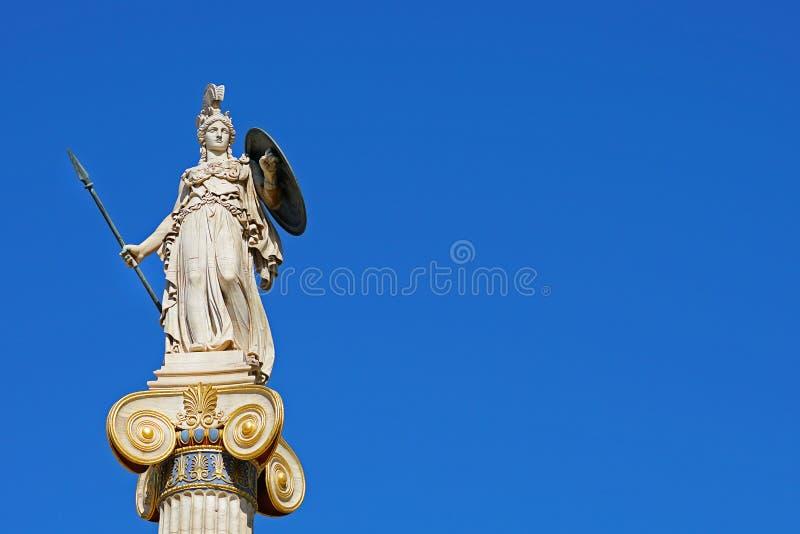 Statue d'Athéna devant l'université d'Athènes image libre de droits