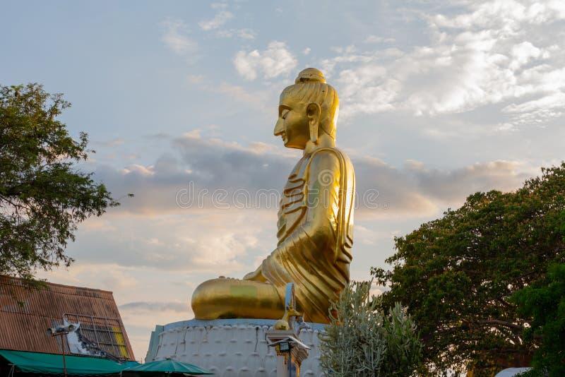 Statue d'or Bouddha Kittisiri Chai de Bouddha images libres de droits