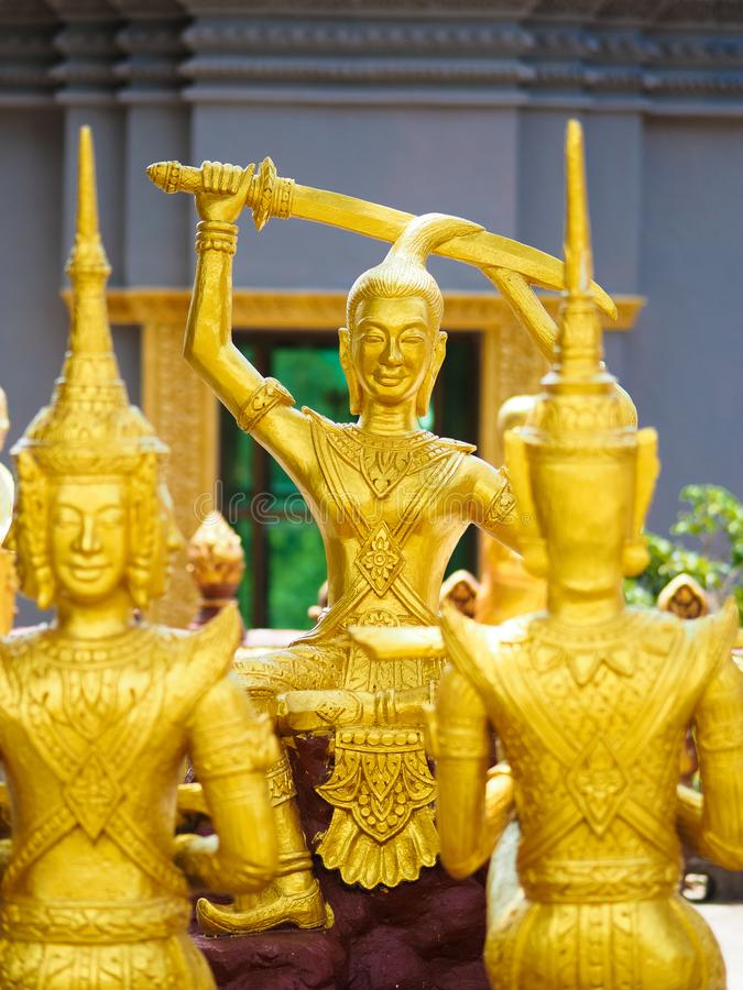 Statue d'or dans Sihanoukville photo libre de droits