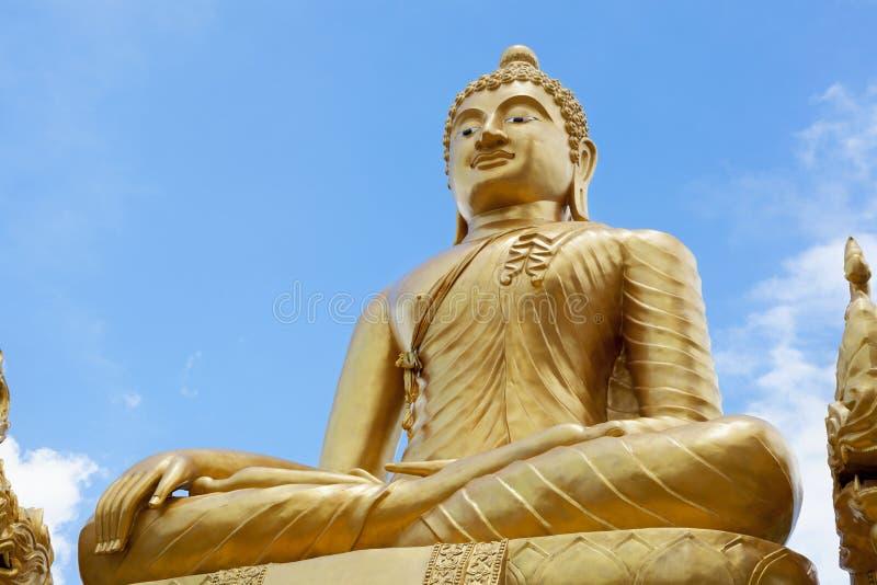 Download Statue d'or de Bouddha image stock. Image du dragon, destination - 45371765