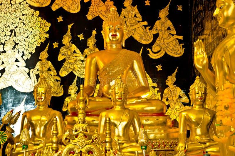 Statue d'or de Bouddha dans le temple de Wat Ban Den photos libres de droits
