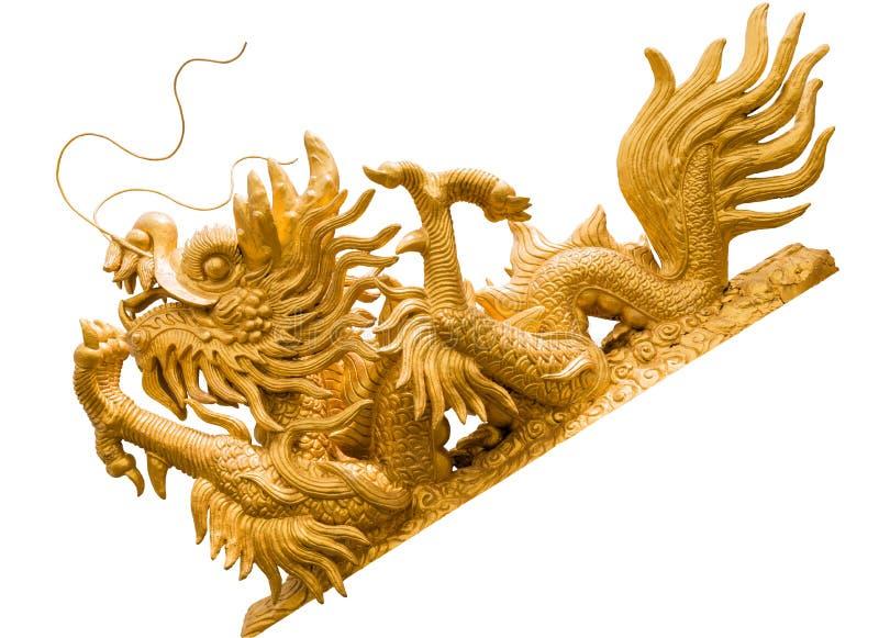 Statue d'or de dragon dans un temple chinois d'isolement sur le backg blanc photos libres de droits