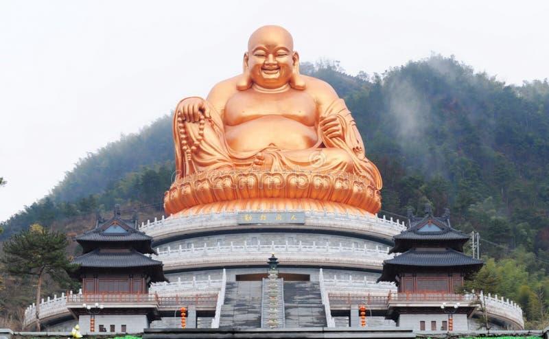 Statue d'or de Maitreya photographie stock libre de droits