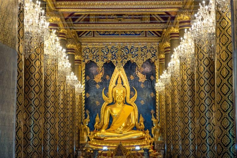 Statue d'or de Phra Phuttha Chinnarat Bouddha dans l'église photos stock
