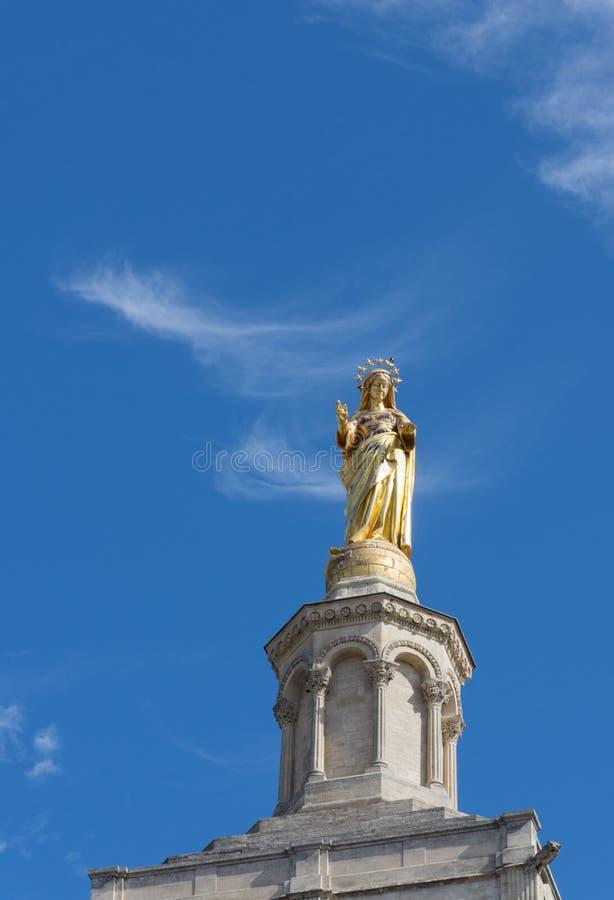 Statue d'or de Vierge Marie à DES Papes de Palais images libres de droits