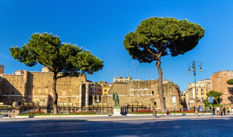 Statue d'empereur Nerva à Rome images libres de droits