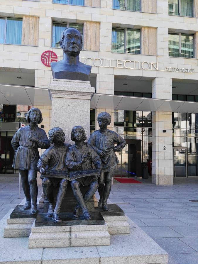 Statue d'enfants à Dresde photographie stock