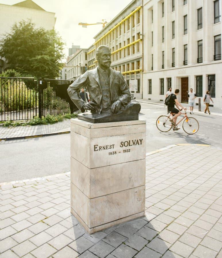 Statue d'Ernest Solvay au centre de Bruxelles image stock