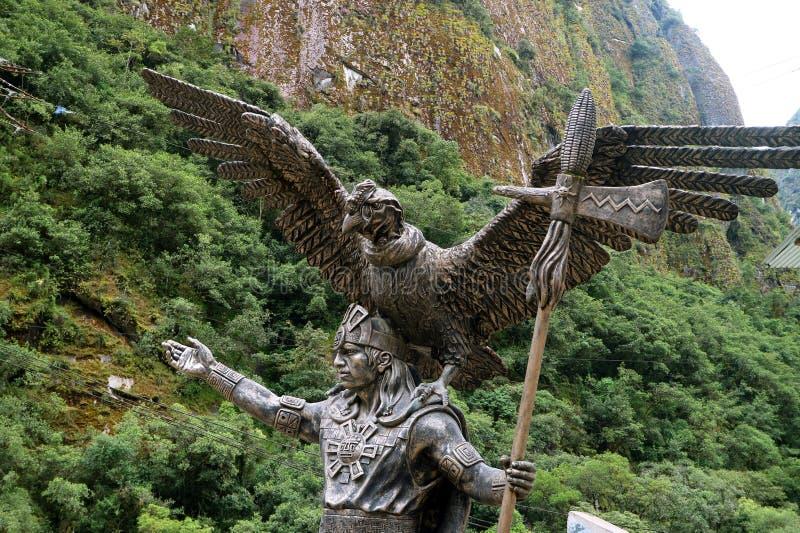 Statue d'Inca Cosmological Trilogy à la ville des Aguas Calientes ou du pueblo de Machupicchu, Cusco, Pérou images libres de droits