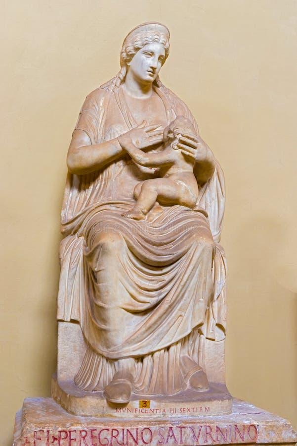 Statue d'ISIS dans le musée de Vatican photographie stock