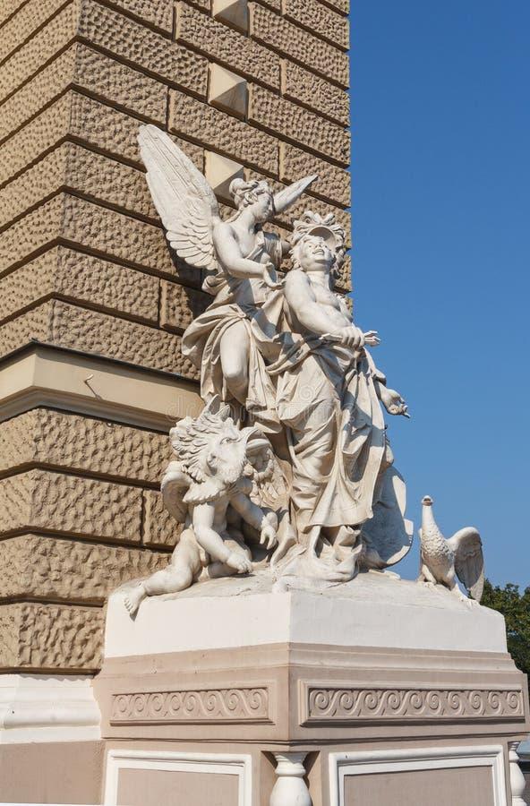 Statue d'Odessa National Academic Theater d'opéra et de ballet images libres de droits