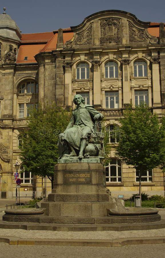Statue d'Otto Gvericke, Magdeburg, Allemagne image stock