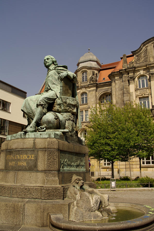 Statue d'Otto Gvericke, Magdeburg, Allemagne photo stock