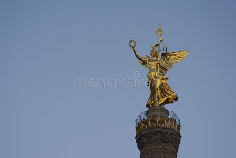 Statue d'or sur la colonne de victoire, Berlin photo libre de droits