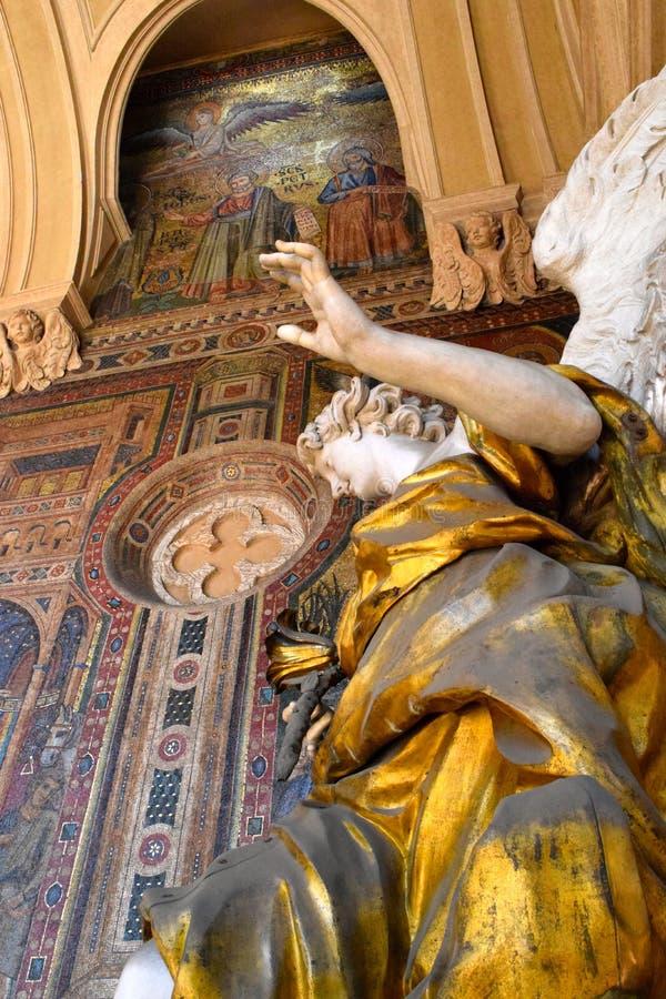 Download Statue d'un ange photo stock. Image du italie, manuscrit - 45366376
