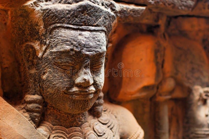 Statue d'un Bouddha dans Angkor Vat. images libres de droits