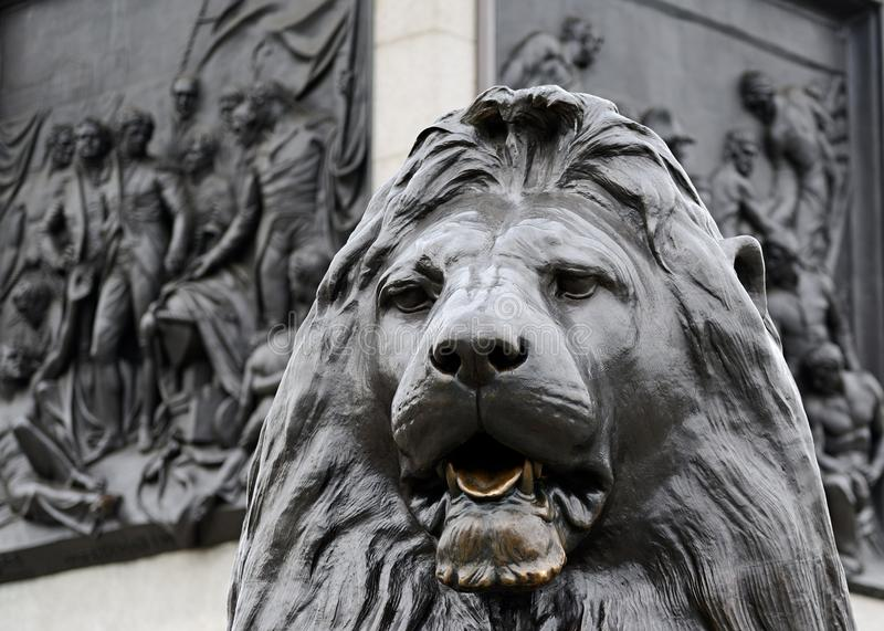 Statue d'un lion, Trafalgar Square, Londres photographie stock libre de droits