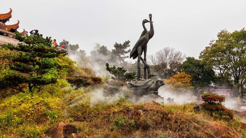 Statue dalla torre gialla della gru a Wuhan, Cina fotografie stock