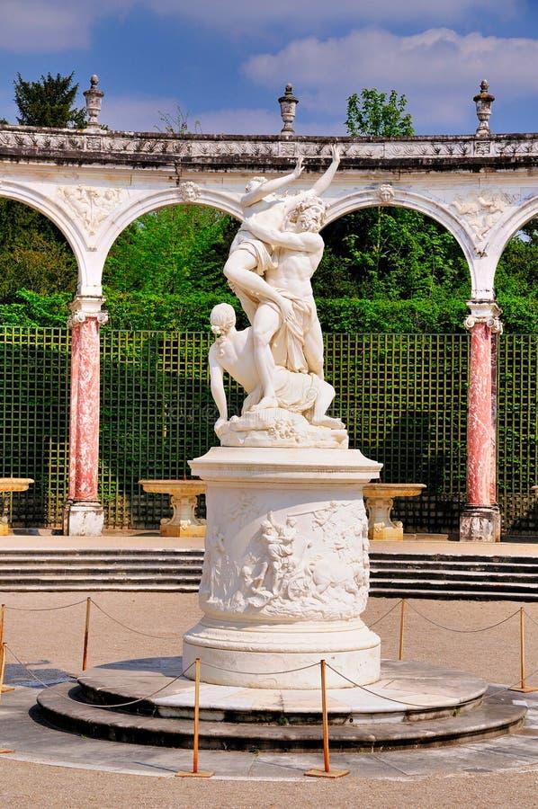 Statue dans le jardin de Versailles photo libre de droits
