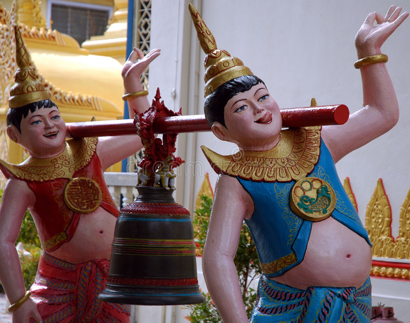 Statue dans le temple birman photo stock