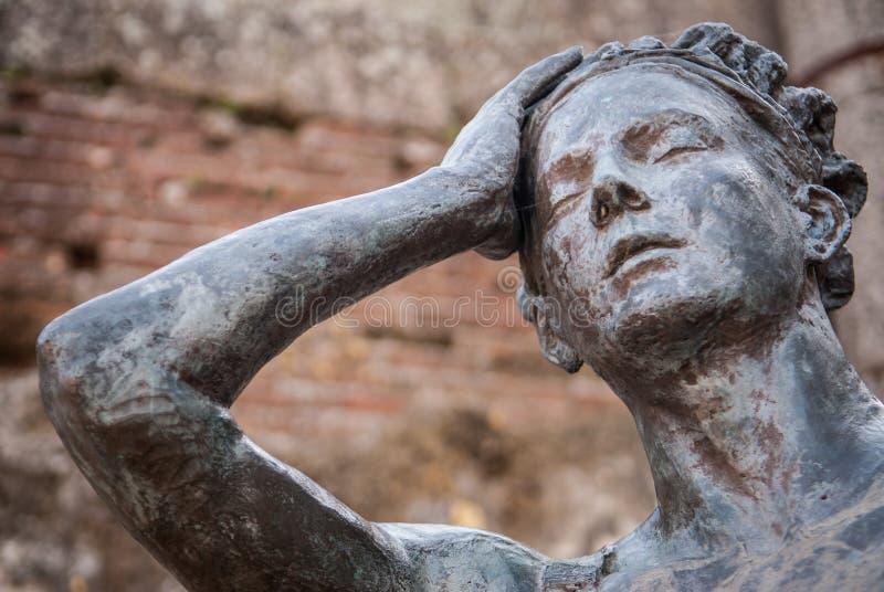 Statue dans le théâtre romain du petit groupe de Mérida image libre de droits