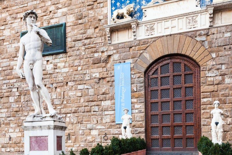 Statue David à l'entrée de Palazzo Vecchio photos stock