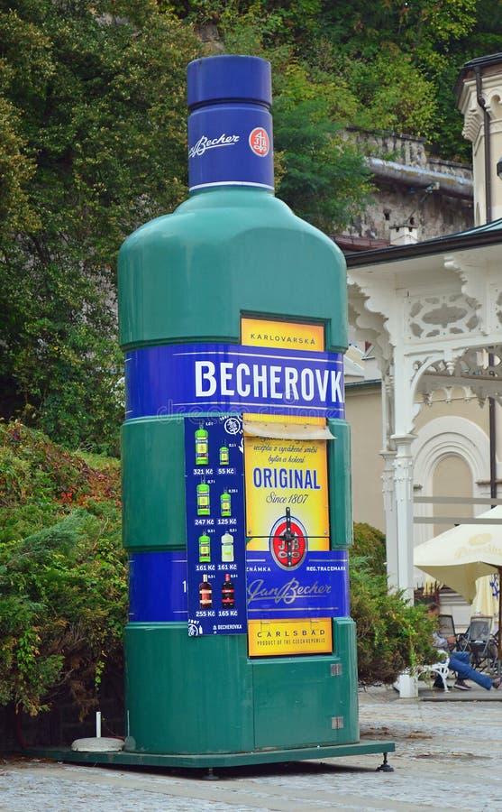 Statue de Becherovka à Karlovy Vary, République Tchèque photographie stock