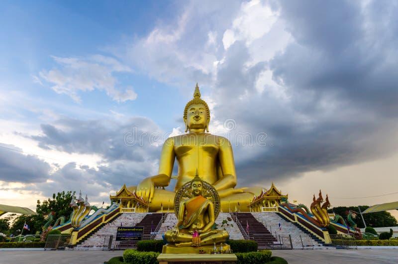 Statue de Bouddha au temple de lanière de Wat Muang Ang photos libres de droits