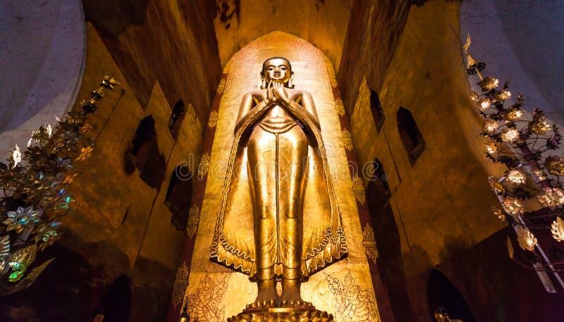 Statue de Bouddha dans la pagoda chez Bagan, Myanmar photographie stock libre de droits