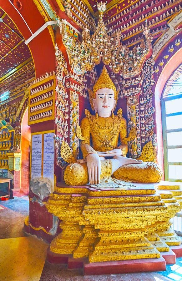 Statue de Bouddha dans le coin de la pagoda de Thanboddhay, Monywa, Myanmar images libres de droits