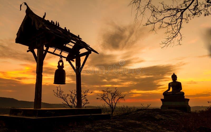 Statue de Bouddha dans le coucher du soleil images libres de droits