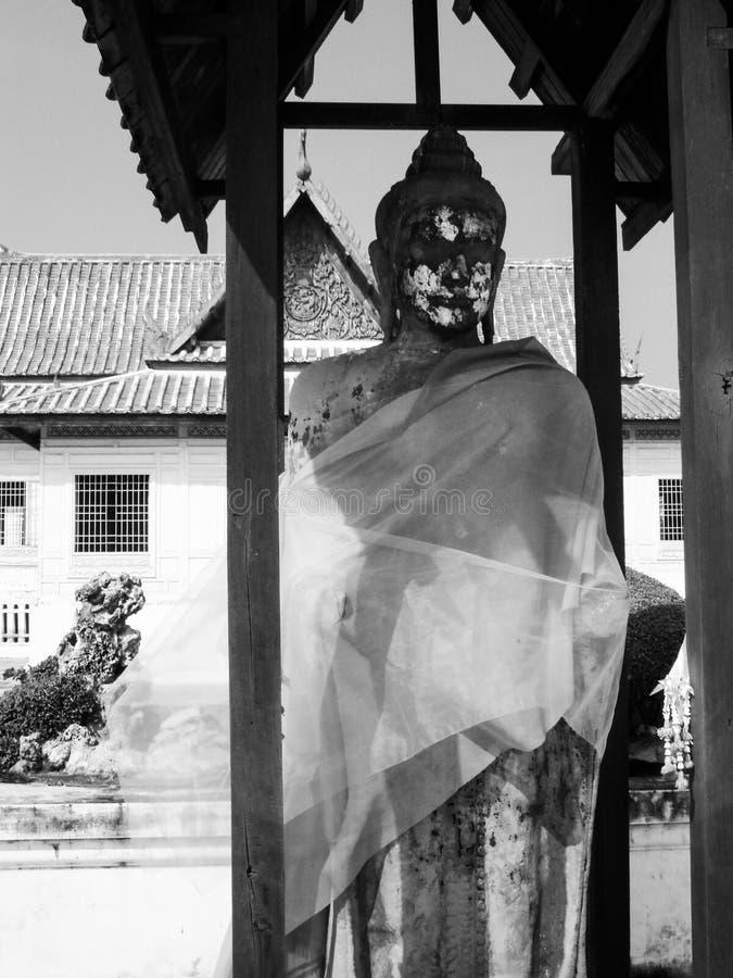 Statue de Bouddha dans le Musée National de Chantharakasem images stock