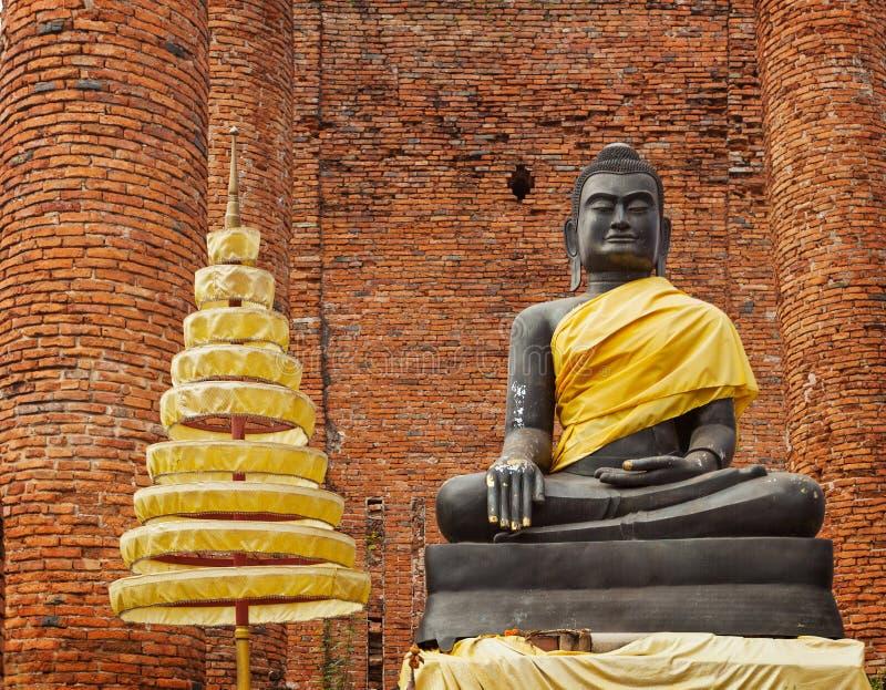 Statue de Bouddha dans les ruines du temple. Ayuthaya, Thaïlande photos stock