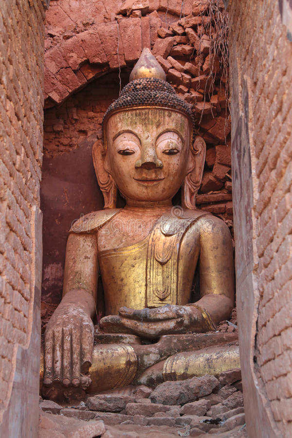 Statue de Bouddha de Shwe Indein photos stock
