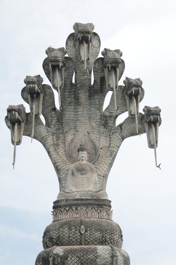 Statue de Bouddha et statue d'ange images stock