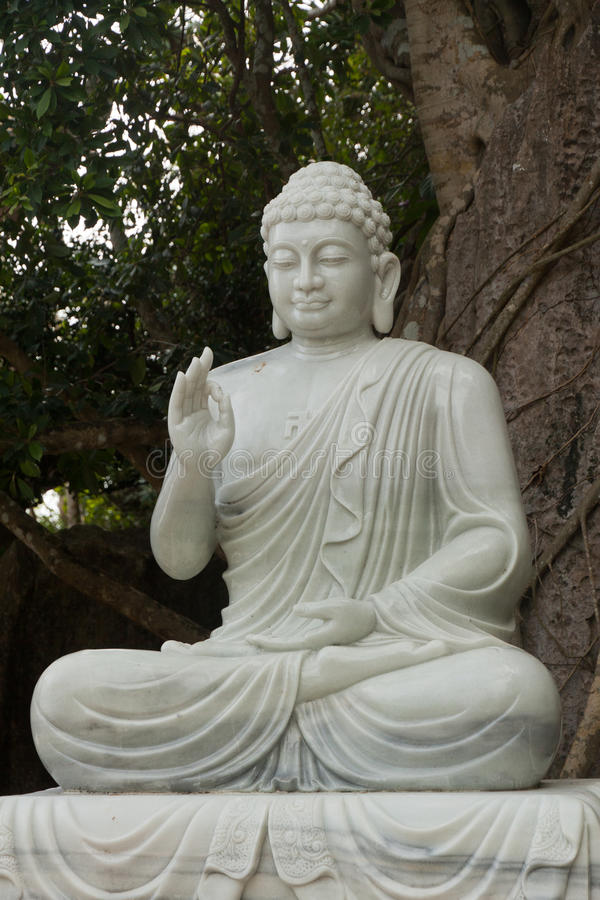 Statue de Bouddha, montagnes de marbre photographie stock