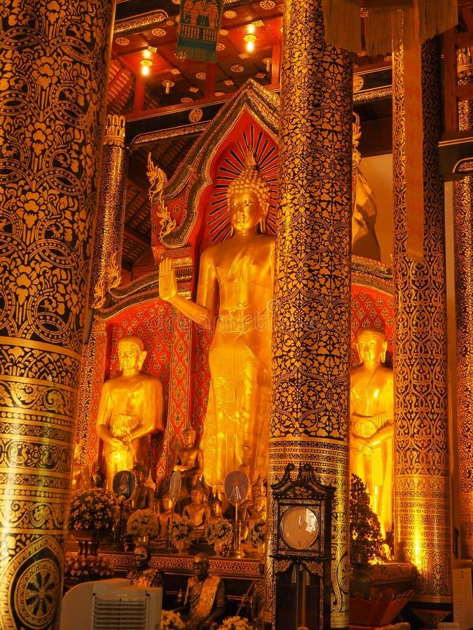 Statue de Bouddha de Wat Chedi Luang Chiang Mai photo libre de droits