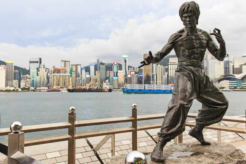Statue de Bruce Lee à l'avenue des étoiles image stock