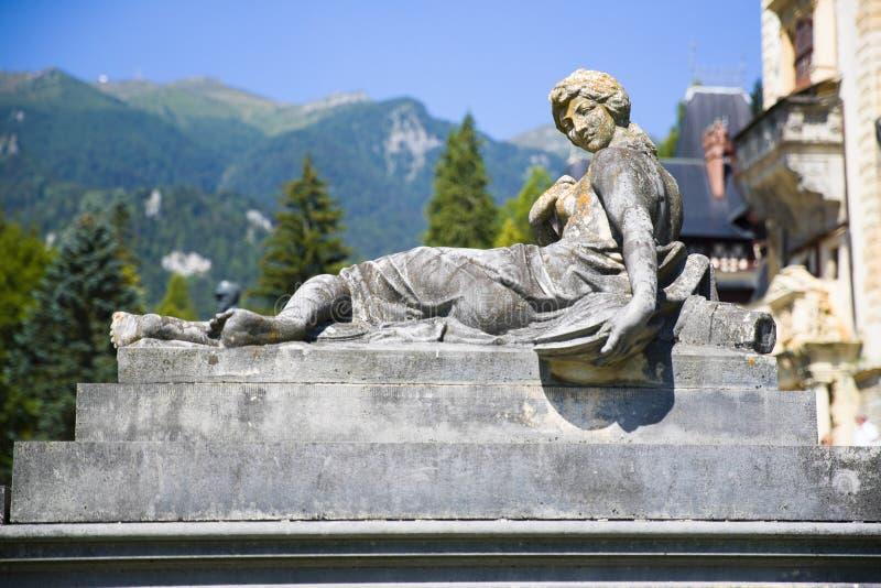 Statue de château de Peles de femme photographie stock libre de droits
