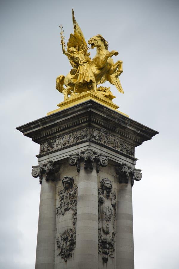 Statue de cheval et de cavalier à ailes photographie stock