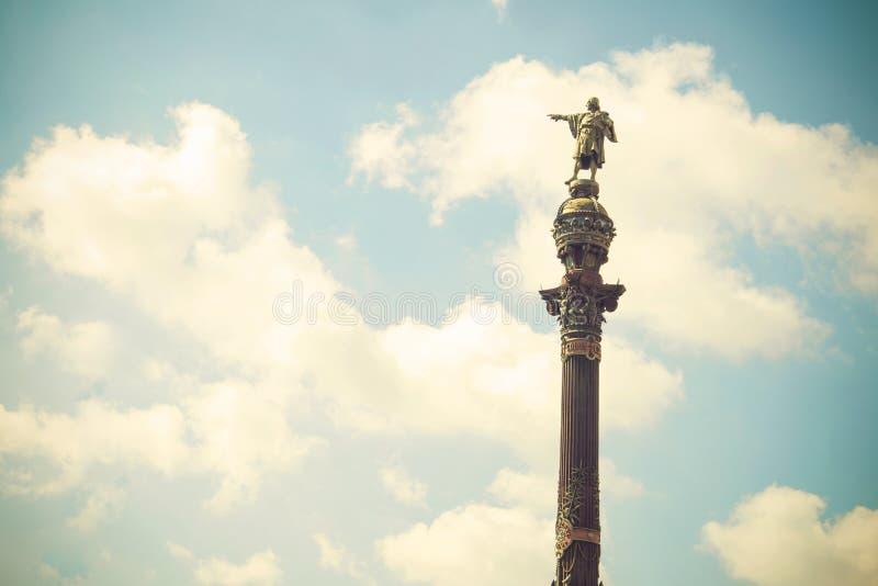 Statue de Christopher Columbus indiquant l'Amérique Ce monument est situé en La Pau de Plaza del Portal De à Barcelone, Espagne photos libres de droits