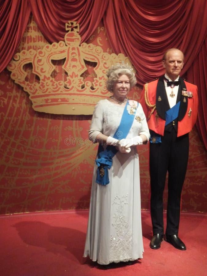Statue de cire de la Reine Elizabeth II et de prince Philip image stock