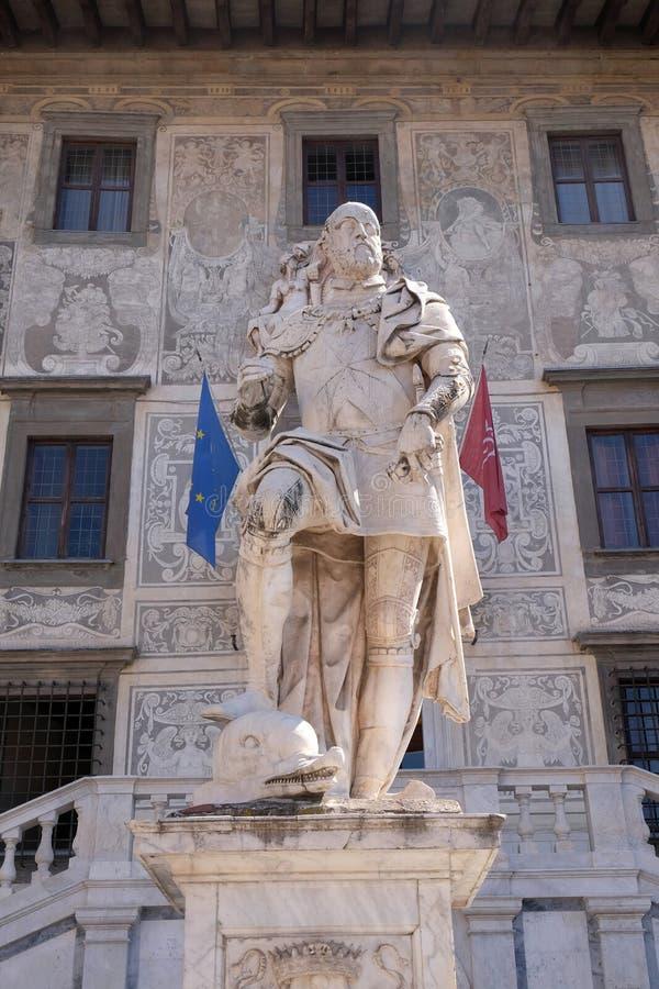 Statue de Cosimo I de Medici, duc grand de la Toscane à Pise photo stock