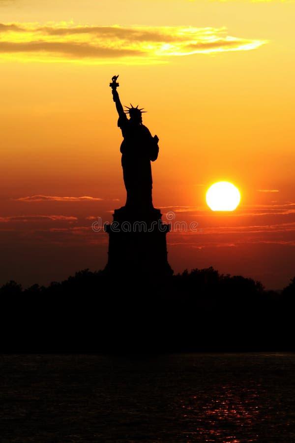 Statue de coucher du soleil de liberté photos libres de droits