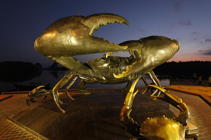 Statue de crabe dans le krabi photographie stock