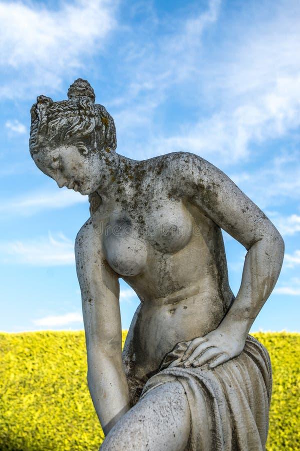 Statue de déesse dans le labyrinthe image stock
