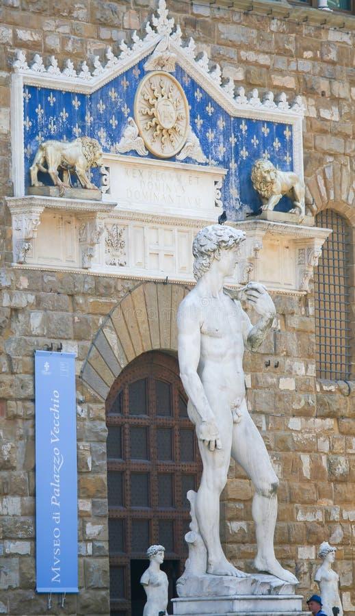 Statue de David en dehors du Palazzo Vecchio à Florence images stock